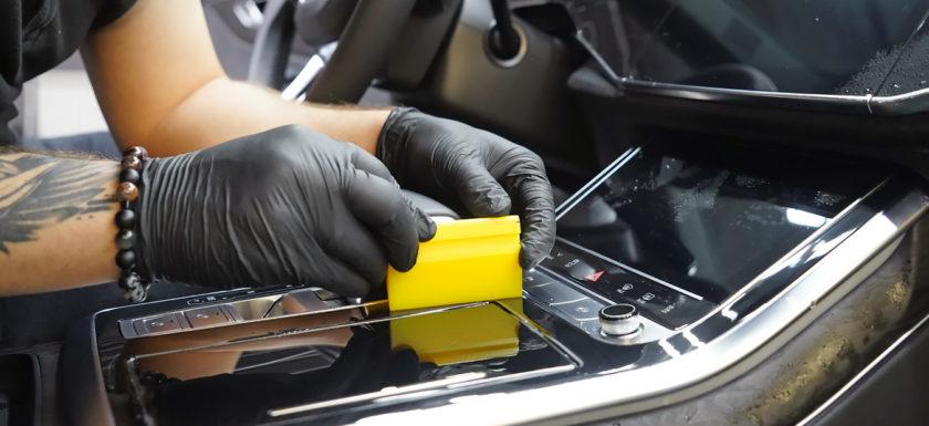 Оклейка плёнкой интерьера автомобиля