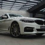 Оклейка автомобиля BMW 530d защитной плёнкой Suntek