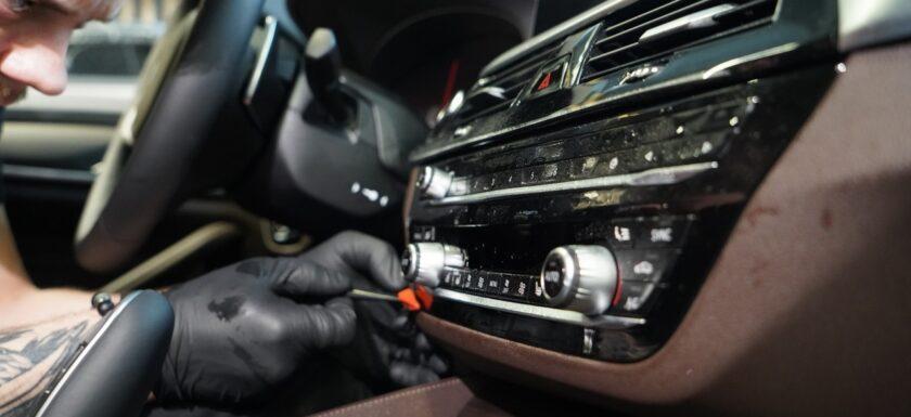 Оклейка плёнкой панелей авто