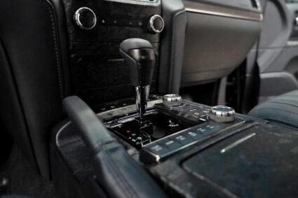 Оклейка салона машины плёнкой под кованный карбон