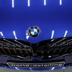 BMW 3 оклеить крышу в чёрный цвет плёнкой
